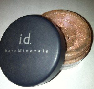 I used a Bare Minerals Glimmer shadow in Bare Skin.